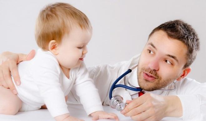 Первые признаки и опасные симптомы менингита у детей, тактика терапии и профилактические мероприятия